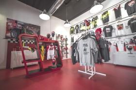 Interior tienda AFB Motorsport Centro comercial Vilamarina Viladecans