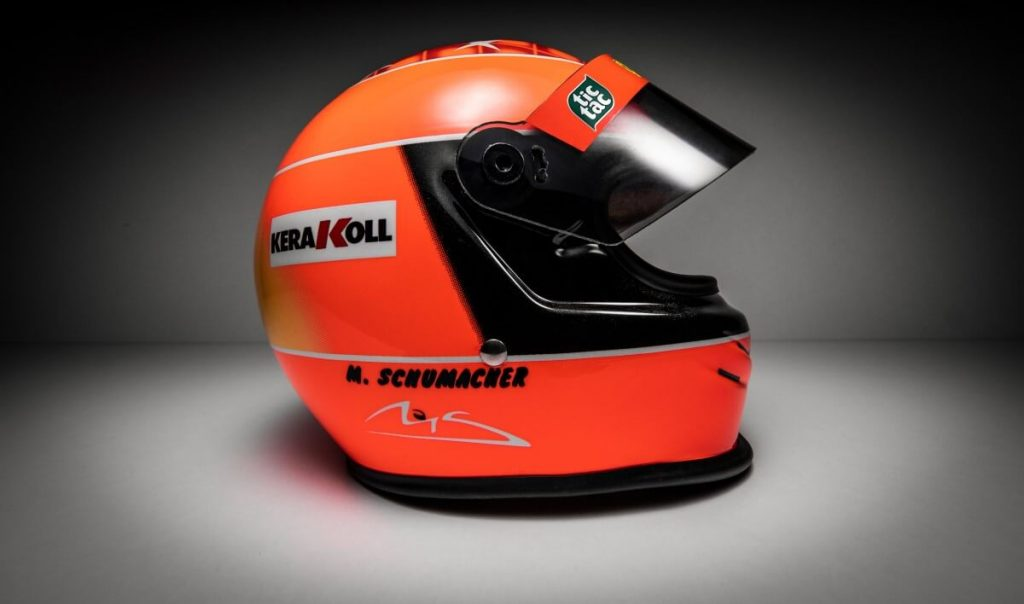 Vista lateral Michael Schumacher Mini Helmet GP JAPAN 2000
